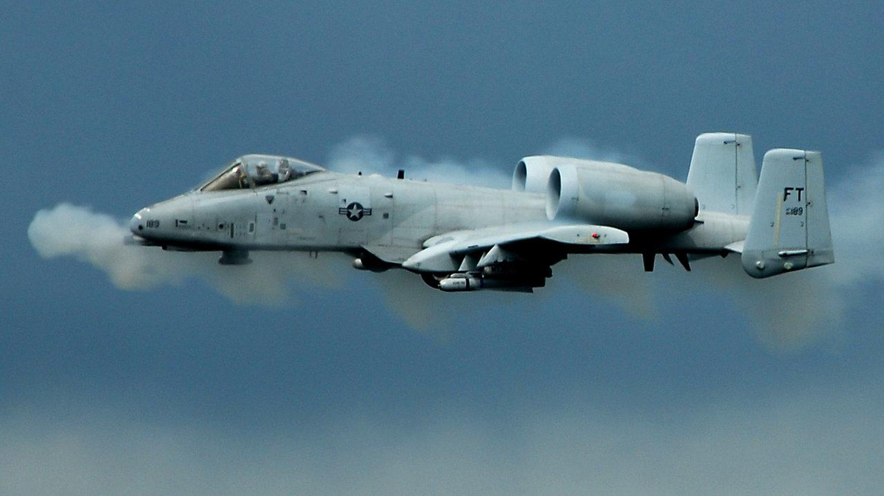 a-10_firing.jpg