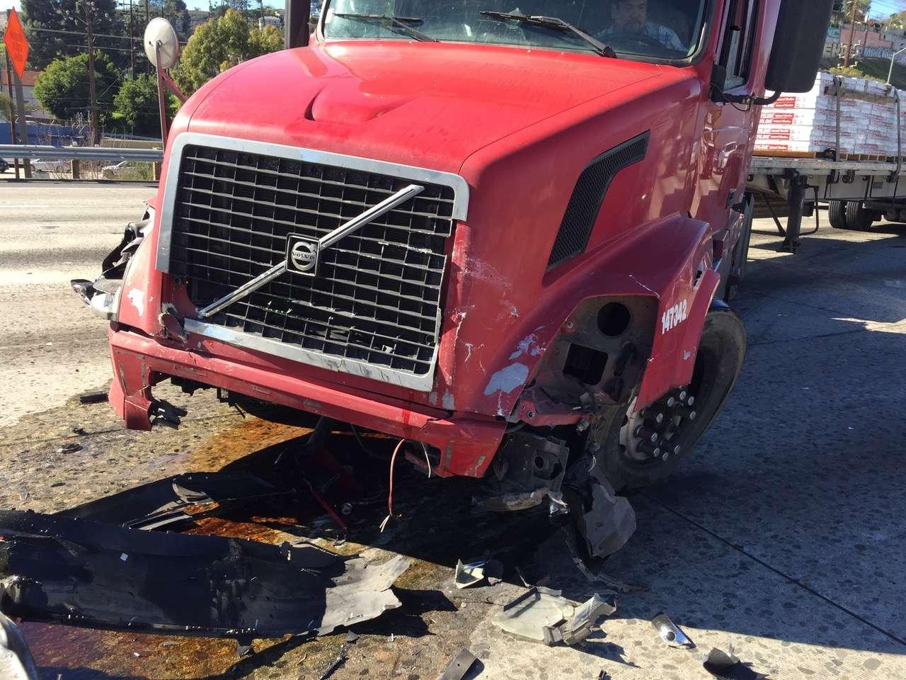 Semi-Truck-vs-Tesla-Model-S-accident.jpg