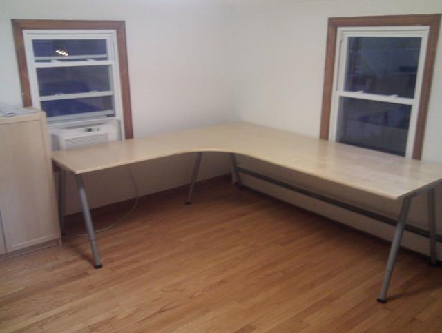 ikea-corner-desk-galant-640x483.jpg